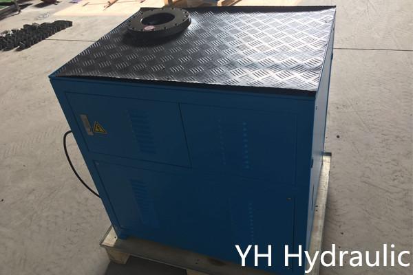 Máquina prensadora de casquillos
